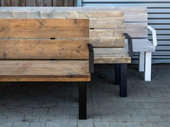 Bänke aus Gerüstholz