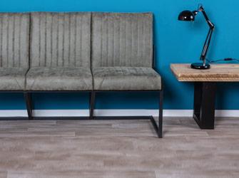 Bänke und Stühle