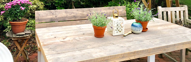 Gartentische und Bänke aus Gerüstholz